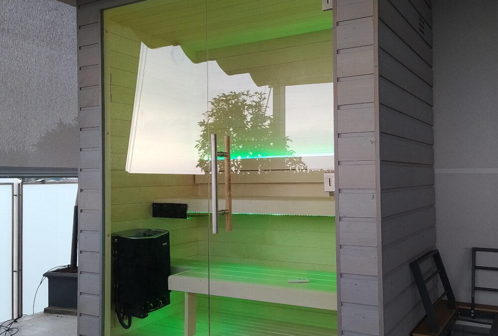 Balcony sauna with Como Lake view